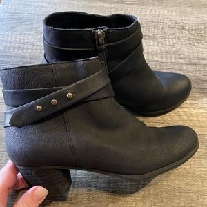 Size 1.5 Girls Boots Small Heel
